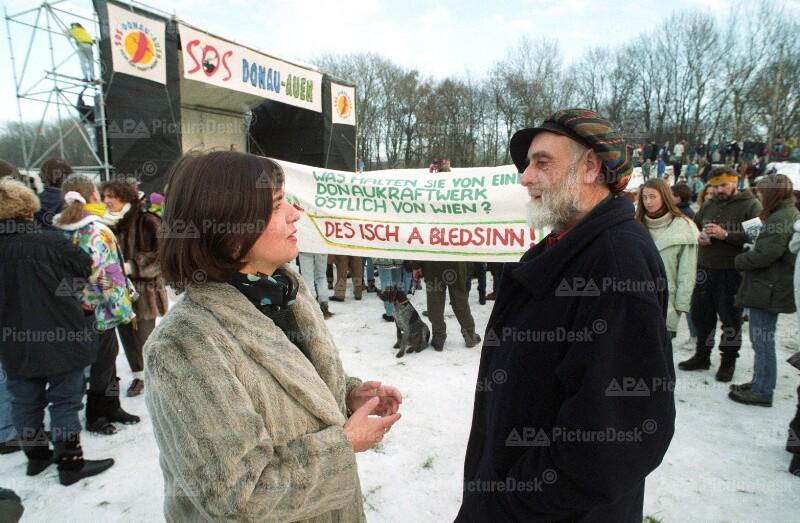 Demo für die Erhaltung der Donau-Auen: Madeleine Petrovich und Friedensreich Hundertwasser