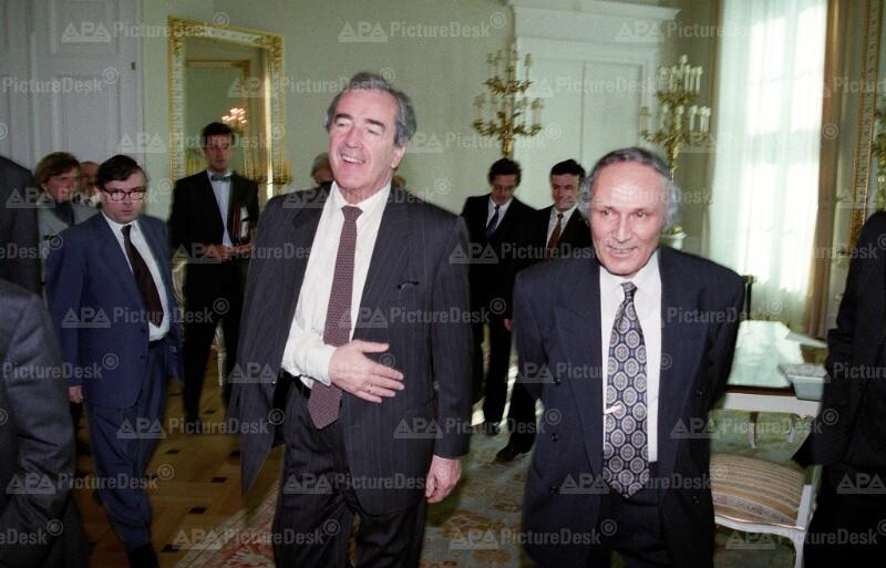 Alois Mock mit Alfred Serreqi