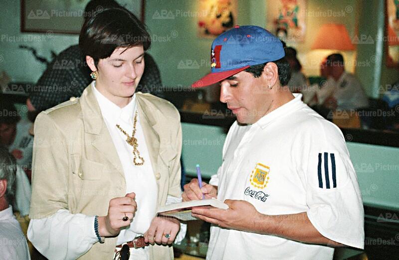 Diego Maradona bei seiner Ankunft in Wien