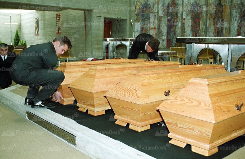 Begräbnis der Opfer des Rohrbombenanschlags in Oberwart 1995