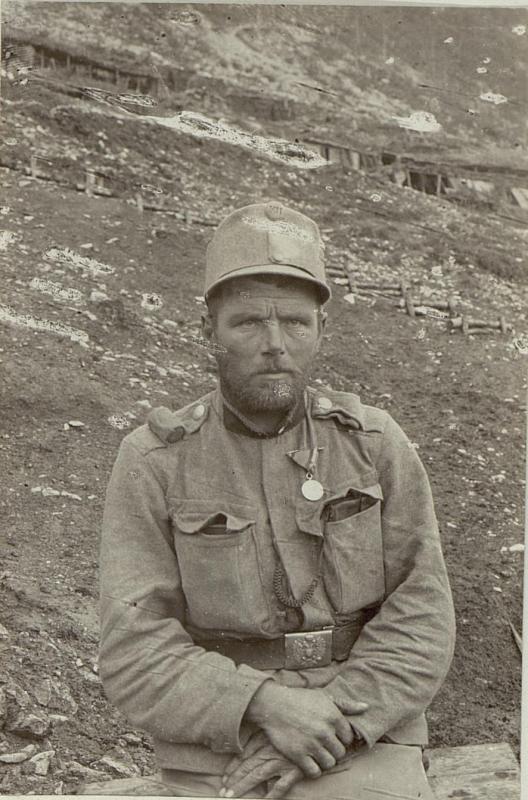 Unterjäger Ludwig Neuhauser, Tiroler Kaiserjäger, 9. Feldkompanie mit der kleinen silbernen Tapferkeitsmedaille