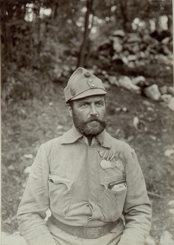 Ulrich Wenzel, Offizierstellvertreter des Sappeur Bataillon 2./4. mit der großen silbernen, kleinen silbernen und bronzenen Tapferkeitsmedaille