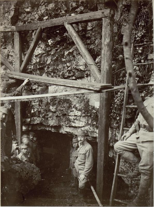 Voraum der Höhle bei Granci