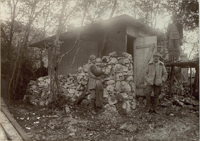 Bau eines befestigten Unterstands mit  Oberleutnant Roman Sohn, 106. Infanteriedivision, Artilleriestabsoffizier der 106. Feldartilleriebrigade