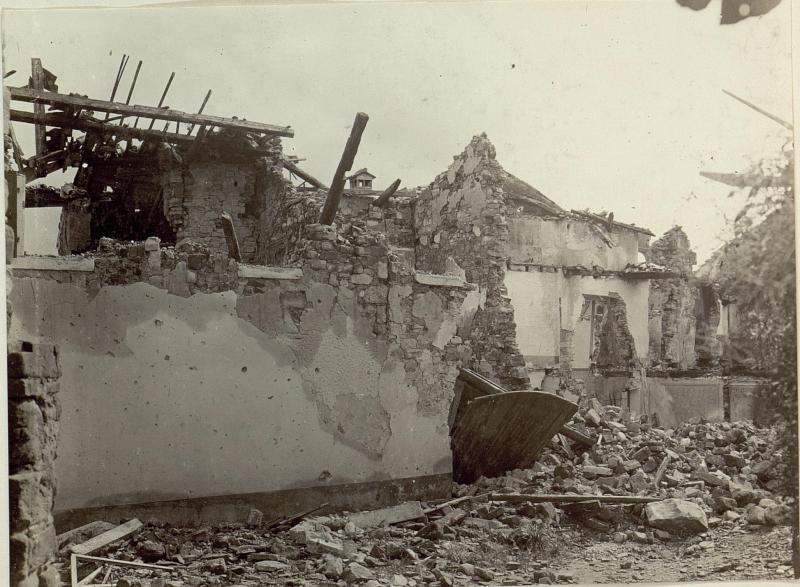 zerstörte Häuserpartie in Podgora.