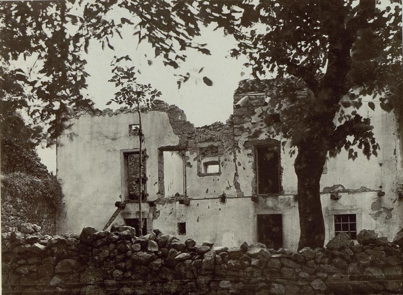 Zerschossenes Haus in Gargaro