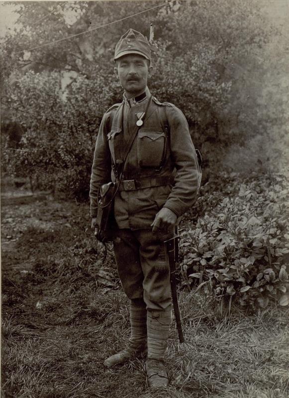 Stabsfeldwebel Johann Biber mit der kleinen silbernen Tapferkeitsmedaille, .I.B./48.4 Komp.