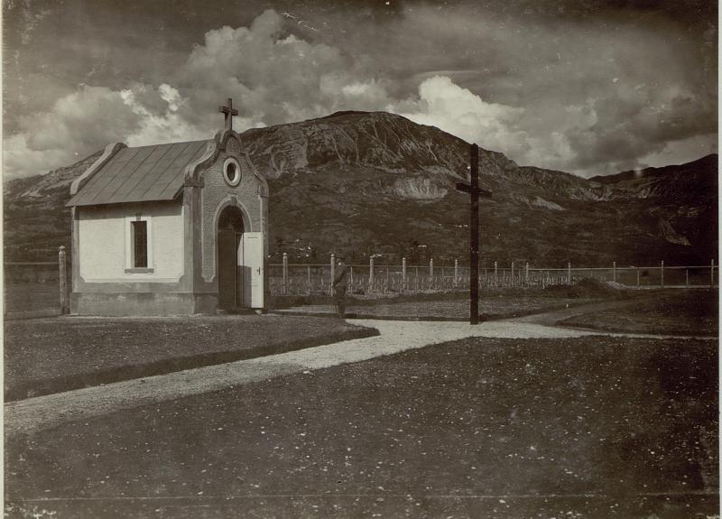 Soldatenfriedhof mit der vom Etapp. Stat. Kmmd. Rittmeister Baron Ritter gewidmeten Kapelle in Ajdovscina (Haidenschaft)