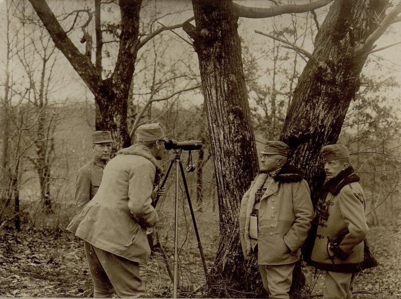 Artilleriebeobachter  einer Gebirgskanonenbatterie der 18. Infanteriedivision bei Britof