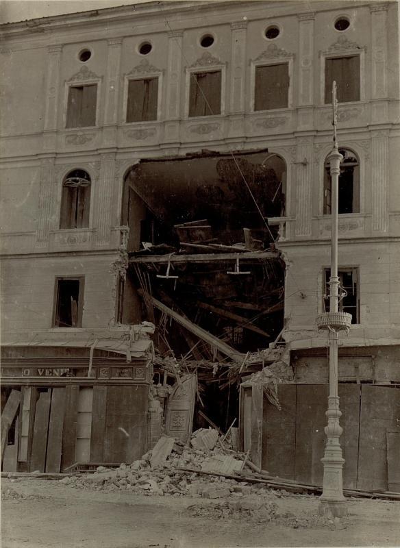 Piazza Grande 20m, das nach einem Treffer schwer zerstörte Haus, dritte Isonzoschlacht vom 19.11. bis 29.11.1915
