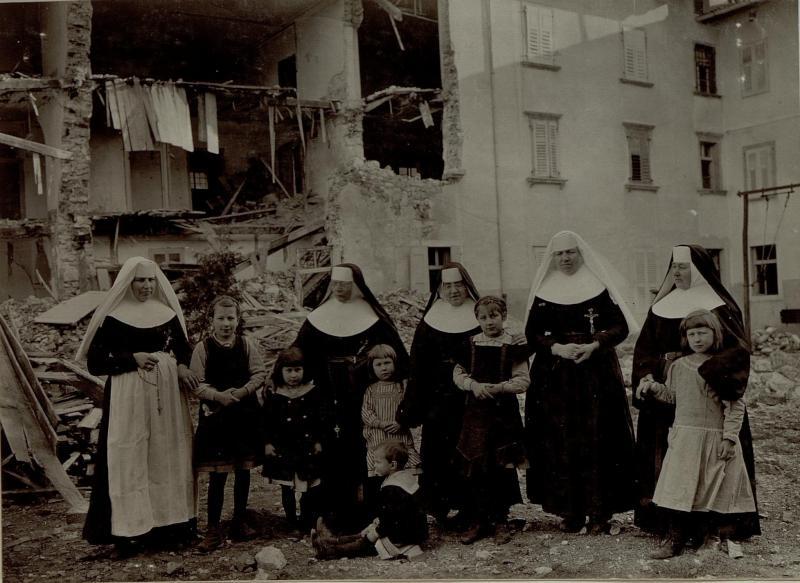 Das zerstörte Ursulinenkloster in Gorizia (Görz) mit seinen derzeitigen Bewohnern