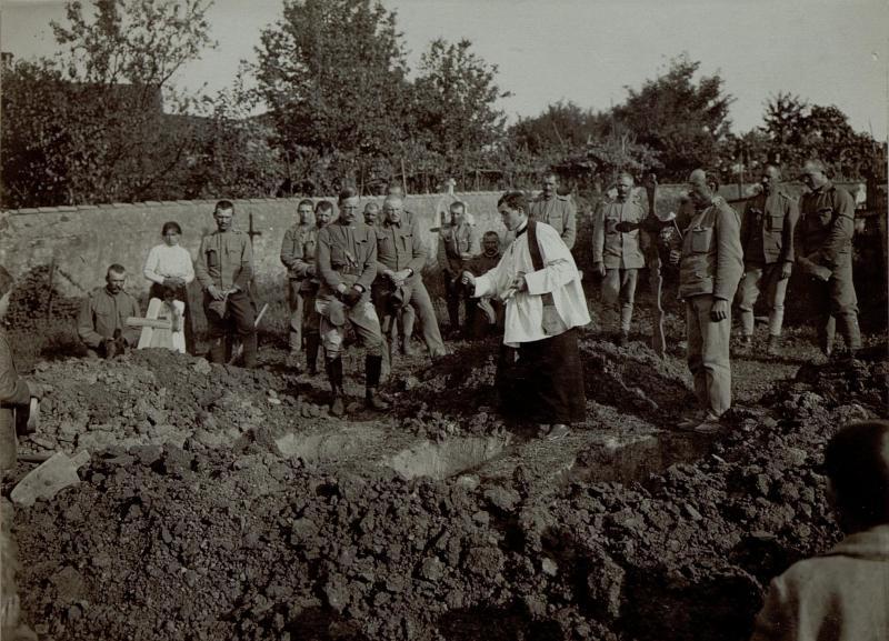 Bestattung eines Soldaten am Friedhof in Dornberk (Dornberg)
