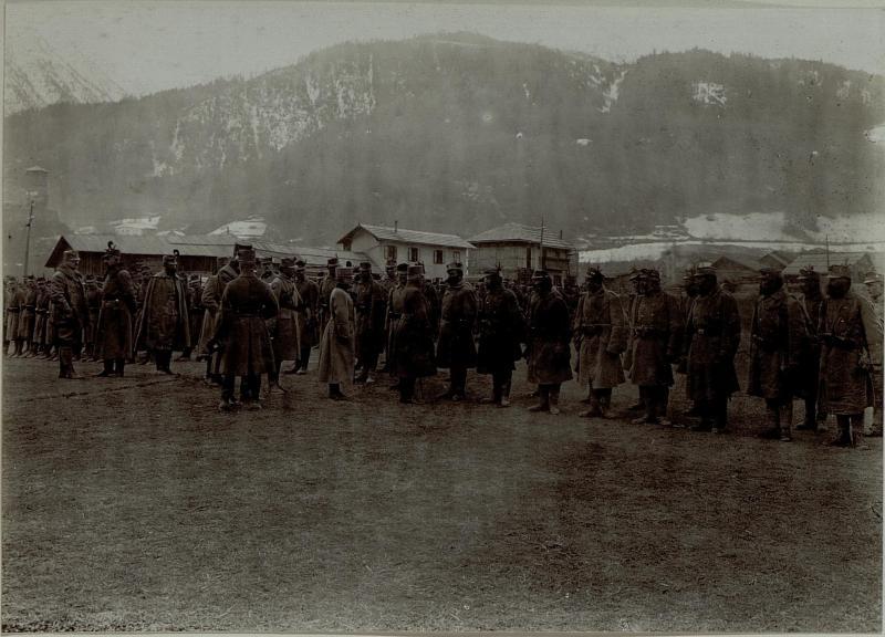 Armeekommandant Erzherzog Friedrich inspiziert Truppen in Fucine Tonale