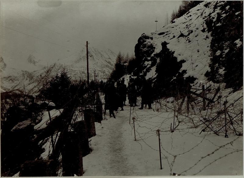 Armeekommandant Erzherzog Friedrich am Stützpunkt Nummer 14 am Tonale.
