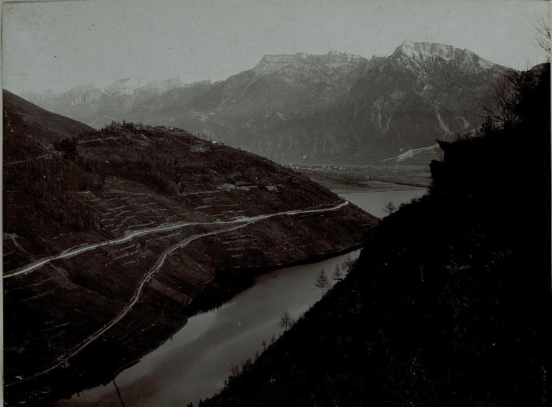 Ausblick auf Levico See und Werk Colle delle Benne vom Wege aus gesehen