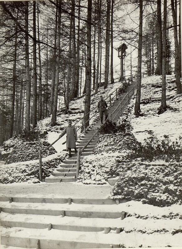 Aufgang zum Militärfriedhof in Bruneck