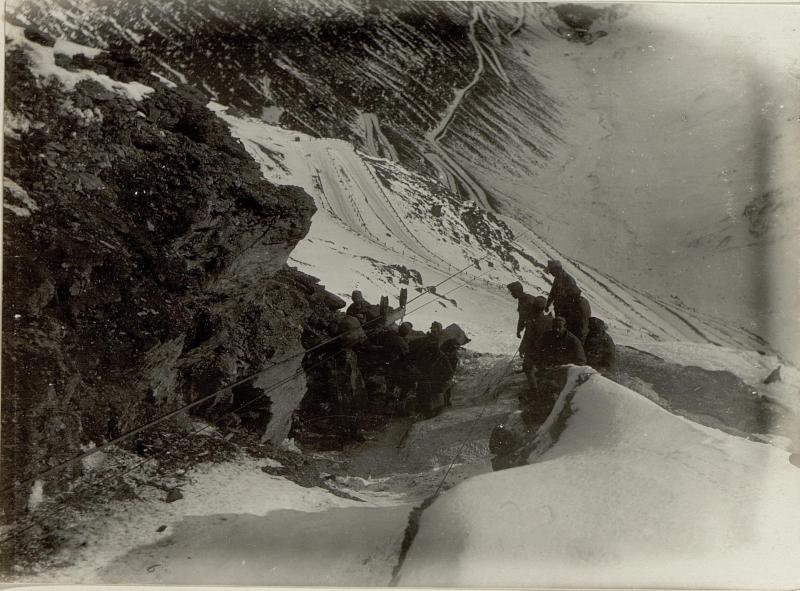 Abladestation der Drahtseilbahn auf der Dreisprachenspitze, aufgenommen vom Maschinenhaus der Dreisprachenspitze aus
