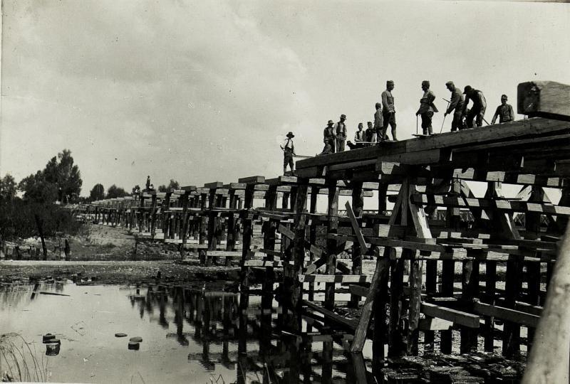 Abgebrannte Brücke bei Stryj. Neubau II.)