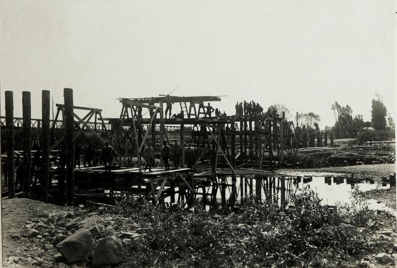 Abgebrannte Brücke bei Stryj. (Neubau I.)