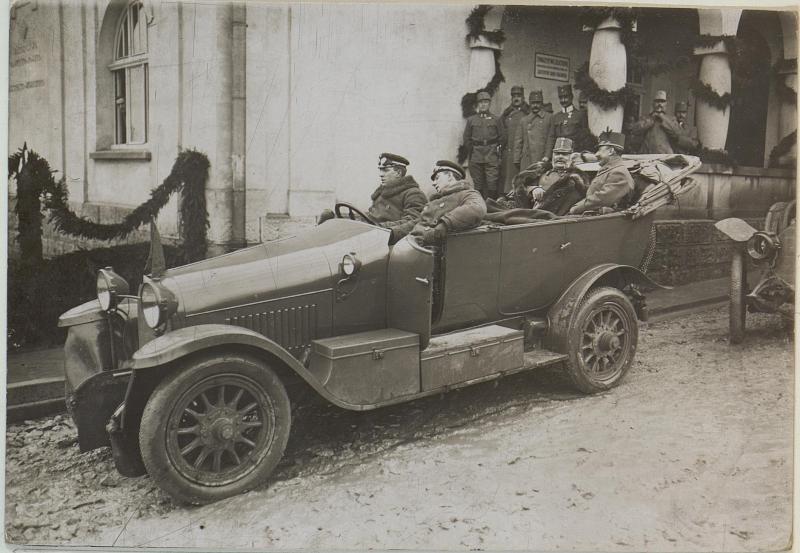Abfahrt Erzherzogs Friedrich mit dem Korpskommandanten.Hofmann