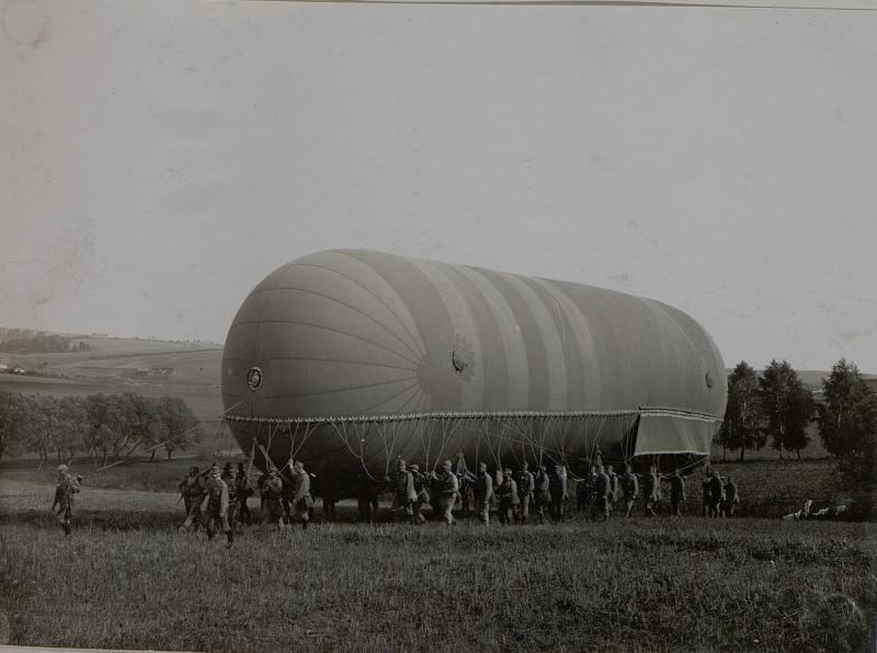 Ballontransport zum Aufstiegsplatz südlich von Piratin