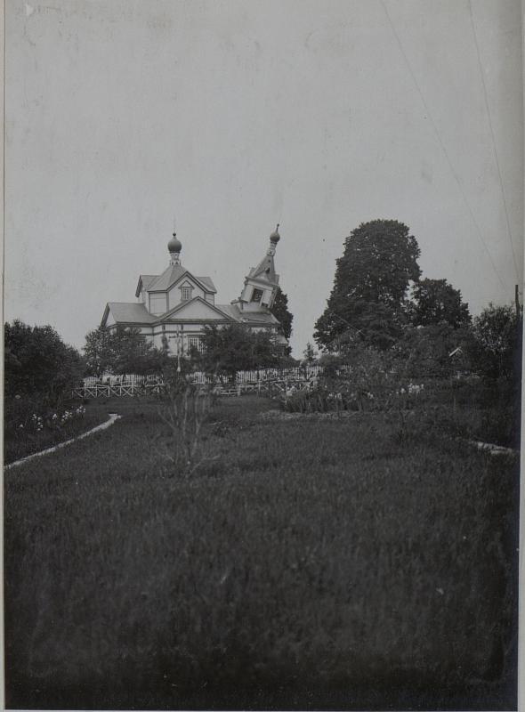 Abnehmen des Kirchturmes in Plastewo, um zu verhindern, dass er der feindlichen Artillerie ein markantes Ziel bietet.