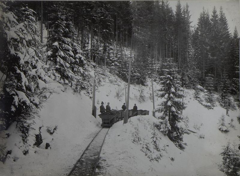 Bergwerckbahn Jakobeny im Hintergrunde weittragende Artillerie.