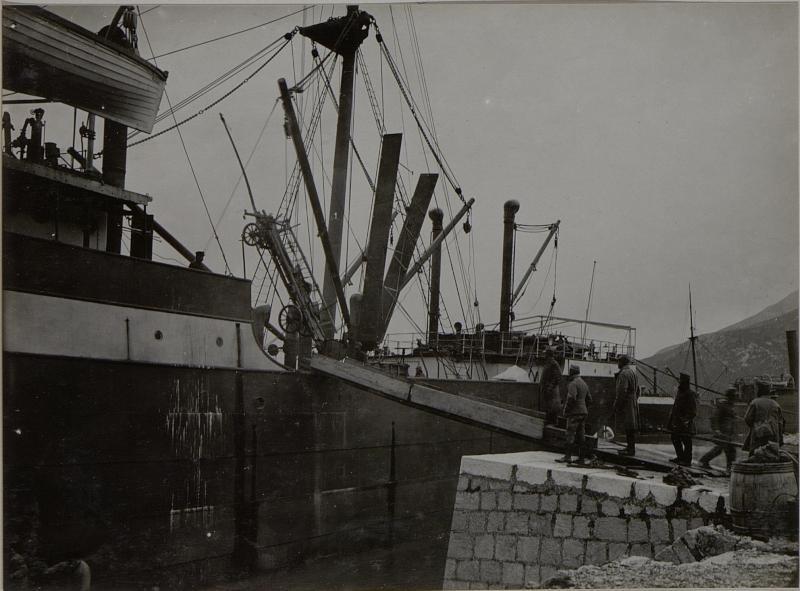Einschiffung. Aufgenommen in NEUM im März 1916.