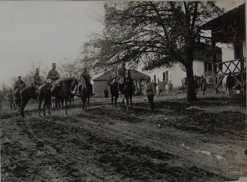 FML.SNJARIC, Kdt.der 59.JTD. meldet sich beim Kpskmdten FZM. von SCHEUCHENSTUEL. November 1915.