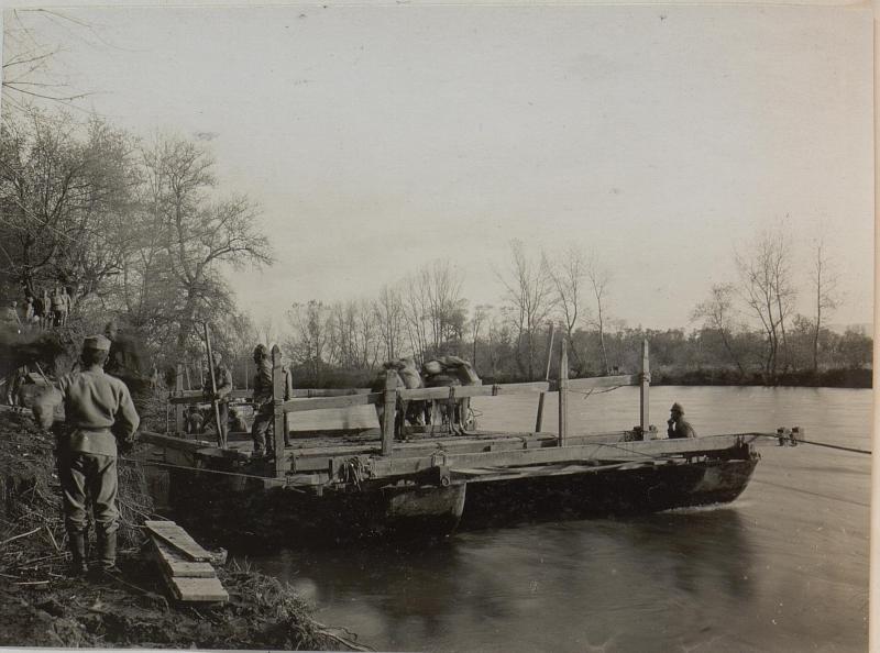 Ueberschiffung bei Cukojevac an der Morava. November 1915.