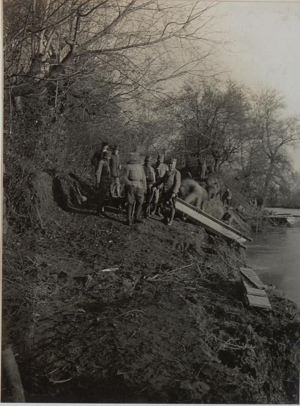 FZM. von SCHEUCHENSTUEL an der Ueberschiffungsstelle. Cukojevac an der Morava. November 1915.