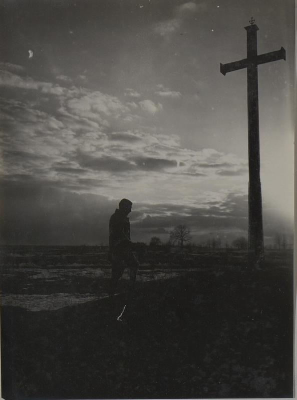 Abendgebet bei einem Heldenmassengrab in Wladimir-Wolynskij. März.1918.