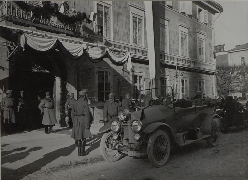 Abfahrt Sr. Kais.Hoh.Erzherz.Friedrich und GdK.Exllz.Dankl um 2 Uhr nachm.von Hotel Post.(23.11.1915.)