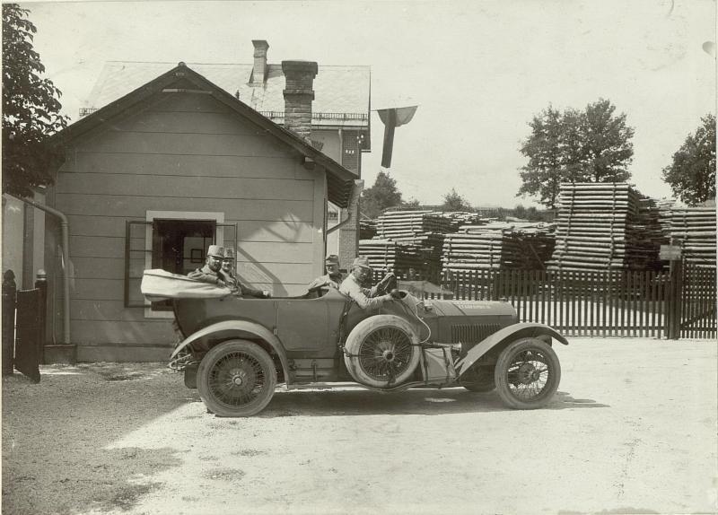 Abfahrt des Obstlt. HOLLY vom Schanzzeugdepot Nro.7.Standort: Cellulosefabrik Villach. Aufgen.am 30.August.1915.