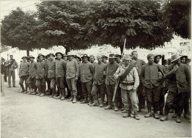 Die im Gefechte am 17. und 18. September bei der Stellung am Ravelnik gefangen genommen Italiener. 2 Kompagnien des 6. Bersagliere Regimentes. Insgesammt 323 Mann und 2 Offiziere.