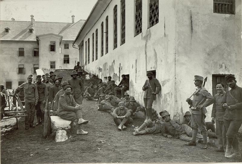 Italienische Gefangene (Alpini und Bersagliere) in Kötschach. Standpunkt: Kötschach. Aufgehommen, am 19.September 1915.