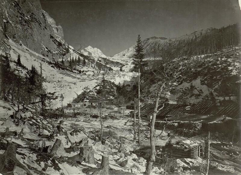 Blick von der Telephonstation Schütthalde gegen den Pass nach Norden.