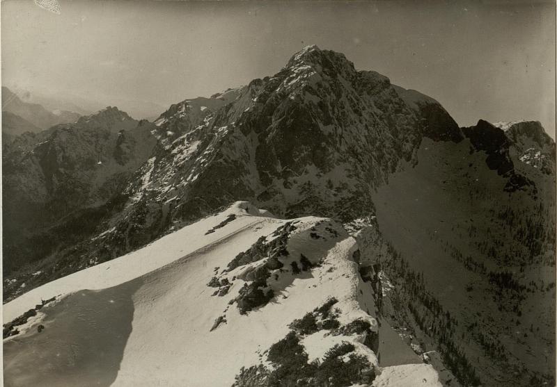 Abstürze des Rosskofel (2219) gegen den Prihatsattel. Standpunkt: Gipfel des Großen Malurch.