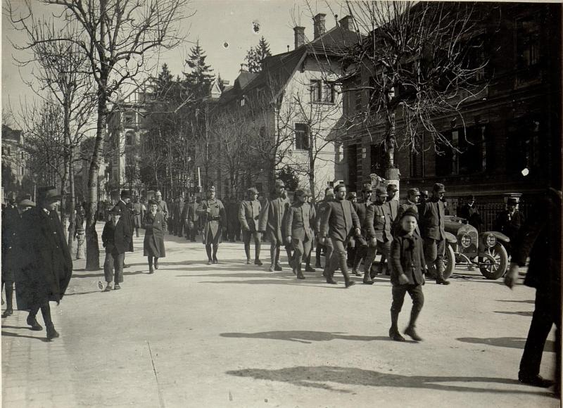 497 Mann, 16 Offiziere bei St.Lucia am 17.III.1916 gefangen genommen. (in Villach.)