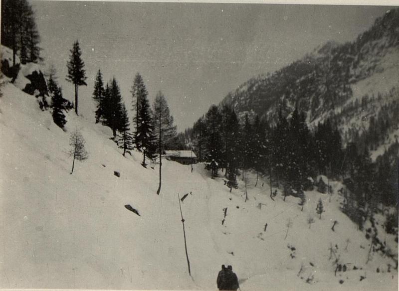 Brennerhütte, Blick auf den Hilfsplatz.