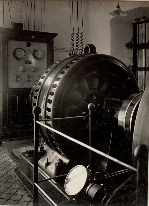 Alte Elektro Zentrale in Mittelbreth, dient als Reserve für das Elektrizitätswerk Unterbreth 500 Volt Drehstrom. Aufgenommen am 19. Mai 1916.