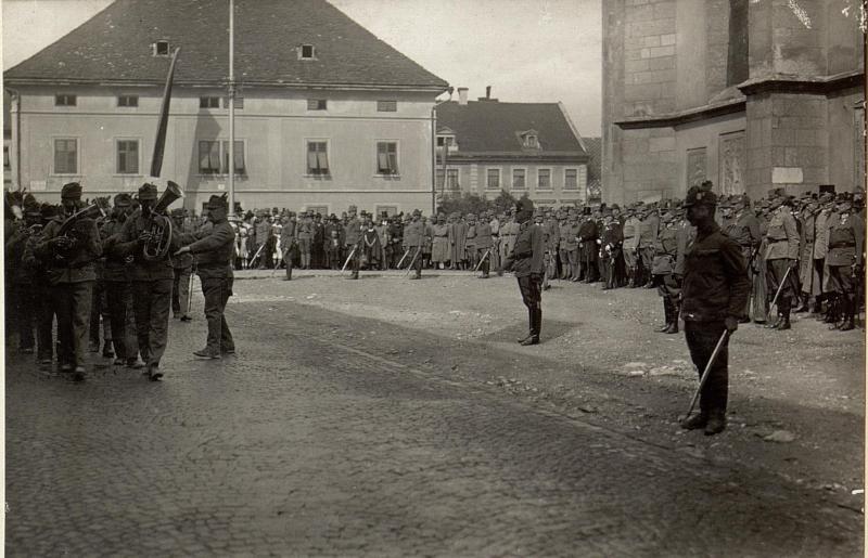Defilierung der Stabskompagnie vor Sr.Exzellenz des Armee-Kommandanten. Aufgenommen am 18. Juli 1916.