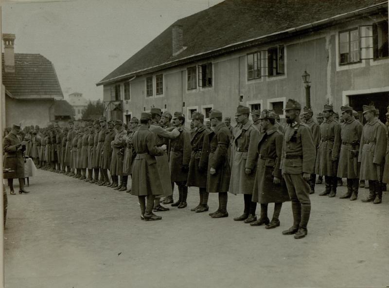 Dekorierung der Mannschaft der Stabskomp. des 10.Armee Kmdos.