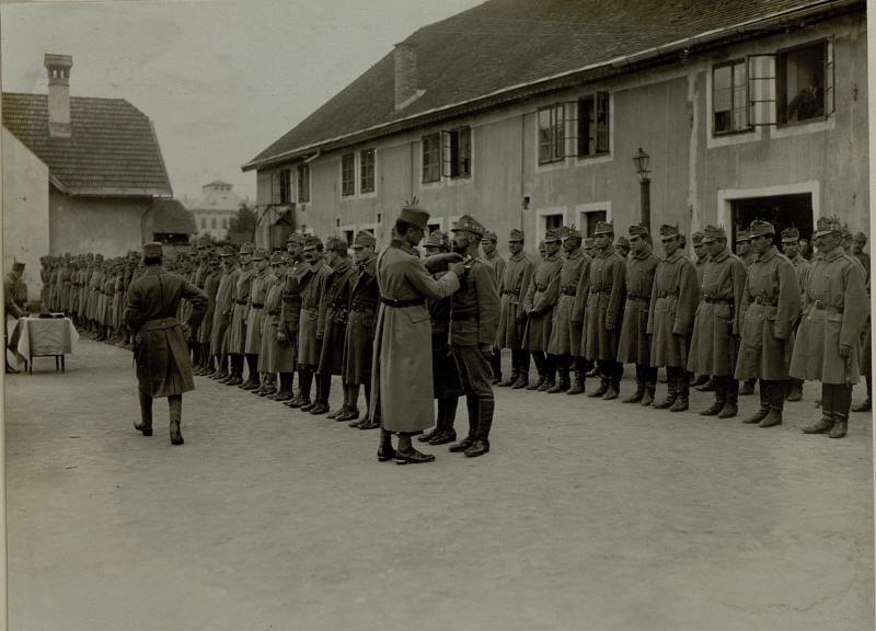 Dekorierung der Stabskomp. des 10.Armee Kommandos.
