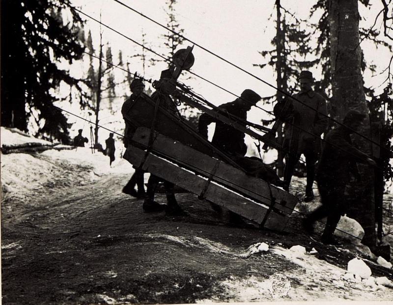 Beförderung der Fernkamera F=3m, Auf der Seilbahn. (27/2.1917.)