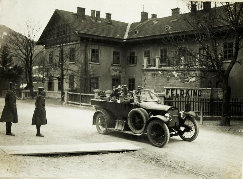 Abfahrt  des Armekommandanten Exzellenz von Krobatin im Abschnitte III