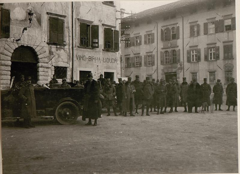 Abmarsch des 10.Armeekommandos von Tolmezzo.