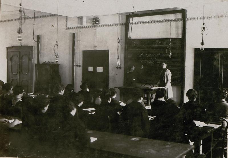 Schule zur Ausbildung weiblicher militärischer Hilfskräfte: Vortragsaal.