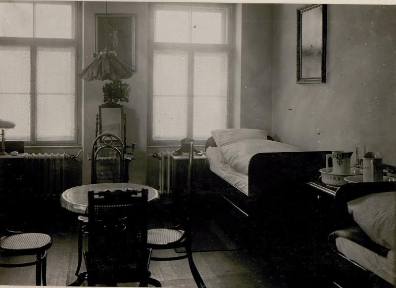 Schule zur Ausbildung weiblicher militärischer Hilfskräfte: Schlafzimmer.