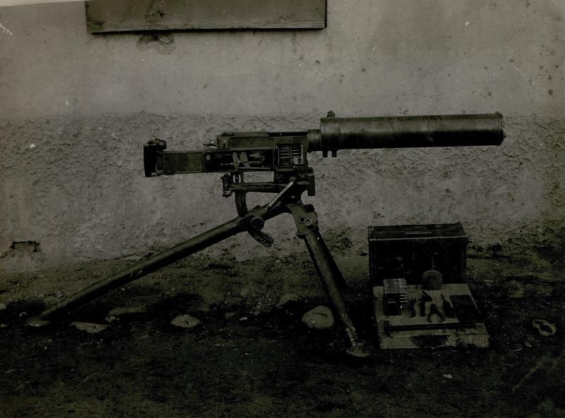 65mm Italienisches Maschinengewehr mit Kastenfüllung.